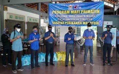 Sebanyak 180 bantuan bakul makanan telah disalurkan sempena program MAFI Prihatin yang diadakan di Terminal Jeti Tanjung Leman, Johor
