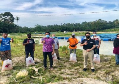 Timbalan Menteri I Kewangan, YB Mohd Shahar Bin Abdullah telah membuat lawatan kerja dan tinjauan ke kawasan Projek Pertanian & Perikanan di Felda Sg Panching Selatan, Pahang.
